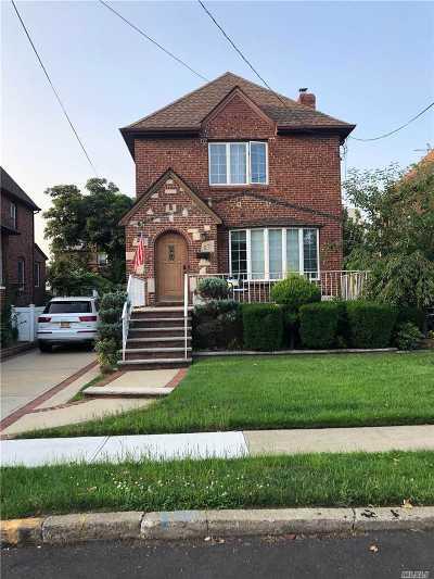Lynbrook Single Family Home For Sale: 57 Trafalgar Sq
