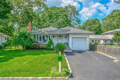 Holtsville Single Family Home For Sale: 43 Pearl Ave