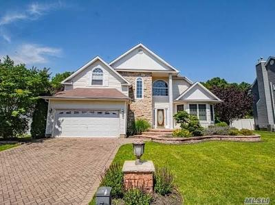 Holtsville Single Family Home For Sale: 9 Summerfield Dr