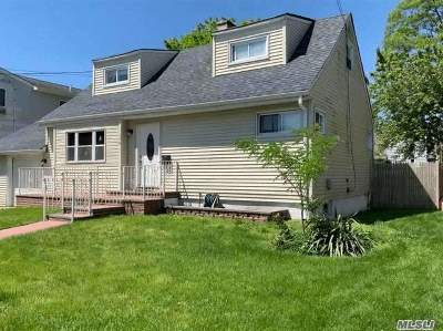 Freeport Single Family Home For Sale: 174 S. Bay Ave