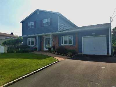 East Islip Single Family Home For Sale: 32 Lagoon Pl