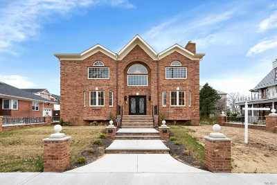 Single Family Home For Sale: 512 Parsons Blvd