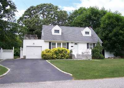 Ronkonkoma Single Family Home For Sale: 58 Ackerly Ln