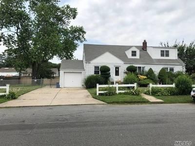 Lindenhurst Multi Family Home For Sale: 5 Maple Dr