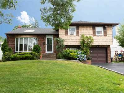 Wantagh Single Family Home For Sale: 3072 Clovermere Rd
