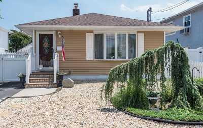 Lindenhurst Single Family Home For Sale: 21 W Neptune Ave