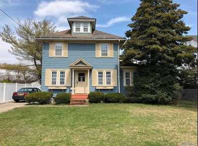 Bay Shore Single Family Home For Sale: 41 Lanier Ln