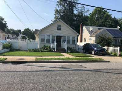 Uniondale Single Family Home For Sale: 463 Northern Pky