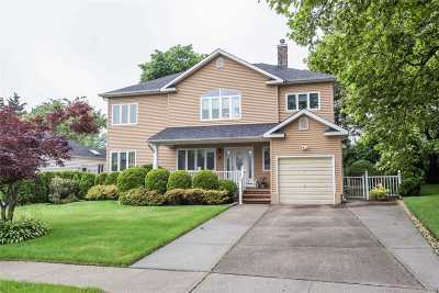 Great Neck Single Family Home For Sale: 8 Webb Hill Rd