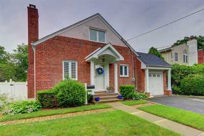 Malverne Single Family Home For Sale: 117 Scarcliffe Dr