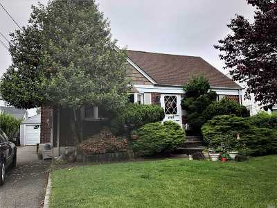 Wantagh Single Family Home For Sale: 2160 Maple St
