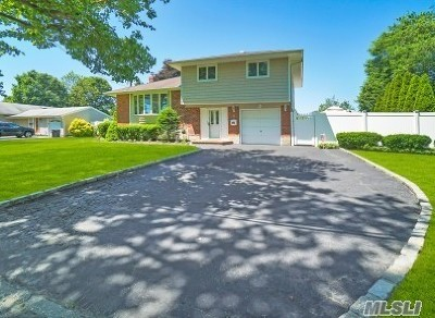 Commack Single Family Home For Sale: 8 Windward Ln