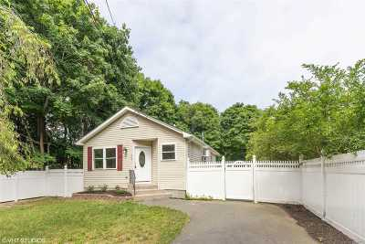 Center Moriches Single Family Home For Sale: 283 Railroad Ave