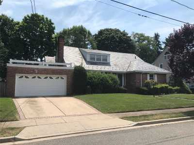 Rockville Centre Single Family Home For Sale: 59 Lehigh Ct