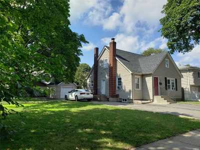 Westbury Single Family Home For Sale: 19 4th Ave