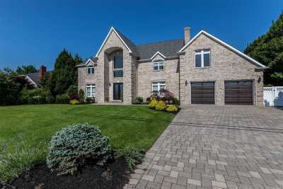 West Islip Single Family Home For Sale: 98 Wagstaff Ln