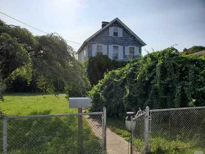 West Islip Single Family Home For Sale: 102 Higbie Ln