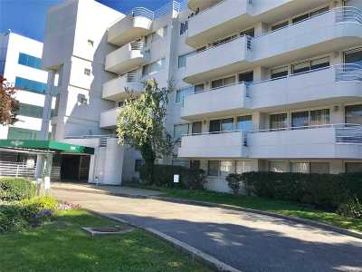 Great Neck Condo/Townhouse For Sale: 88 Cuttermill Rd #110