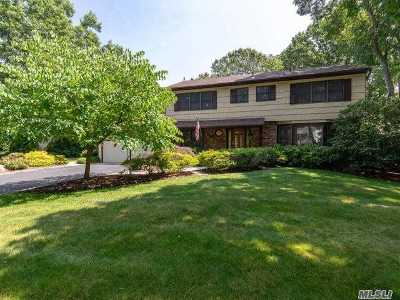 Smithtown Single Family Home For Sale: 1 Veronica Ct