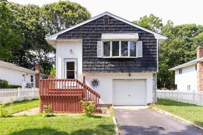 Holbrook Single Family Home For Sale: 31 Ralph St