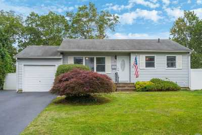 Commack Single Family Home For Sale: 22 Grand Haven Dr