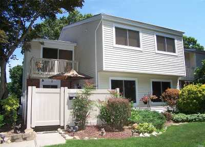 Holbrook Condo/Townhouse For Sale: 203 Springmeadow Dr