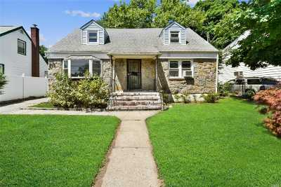 Westbury Single Family Home For Sale: 569 Cross St