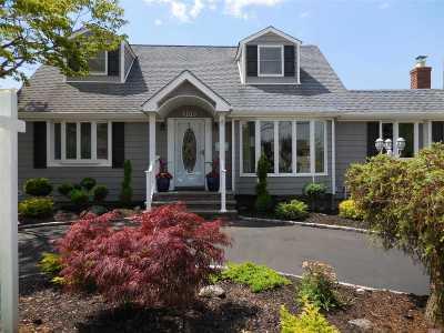 Massapequa Single Family Home For Sale: 206 N Hickory St
