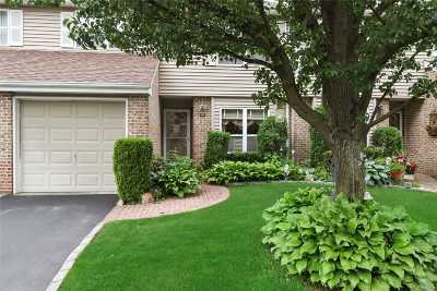 Smithtown Condo/Townhouse For Sale: 268 Pond View Ln