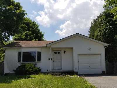 Bay Shore Single Family Home For Sale: 1400 Richland Blvd
