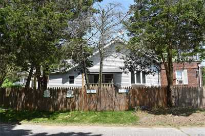 Islip Multi Family Home For Sale: 924 Greenlawn Ave