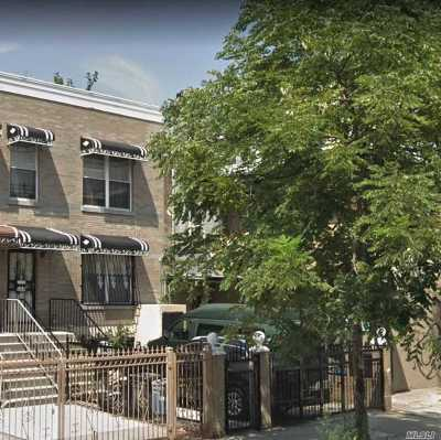 Brooklyn Multi Family Home For Sale: 148 Saratoga Ave