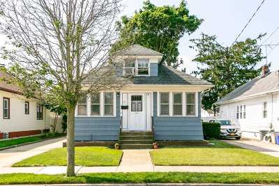 Freeport Single Family Home For Sale: 91 Craig Ave