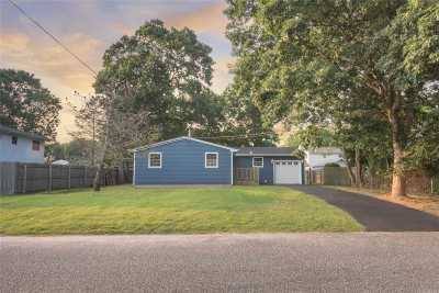 Shirley Single Family Home For Sale: 95 Alcolade Dr