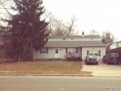Massapequa Single Family Home For Sale: 762 Clocks Blvd