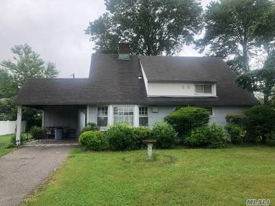 Hicksville Single Family Home For Sale: 24 Rover Ln