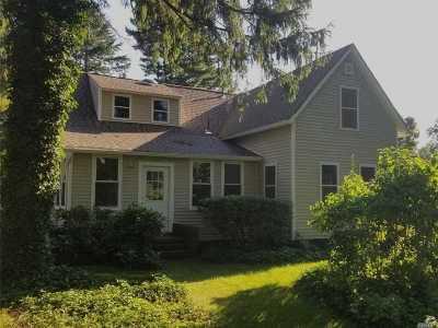 Huntington Single Family Home For Sale: 37 E Rogues Path