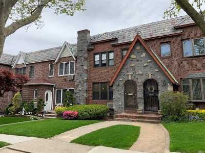 Middle Village NY Single Family Home For Sale: $849,000