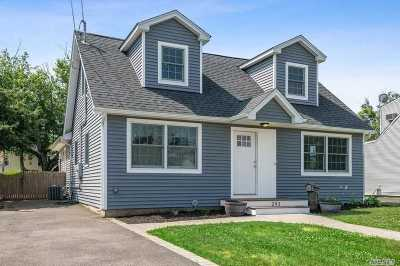 Oceanside Single Family Home For Sale: 293 Montgomery Ave
