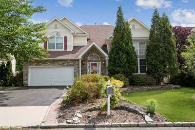 Holtsville Single Family Home For Sale: 21 Blueberry Ridge Dr