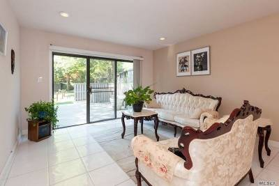 Jericho Condo/Townhouse For Sale: 49 Carriage House Dr