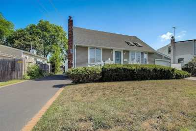 Massapequa Single Family Home For Sale: 14 Kensington Ave