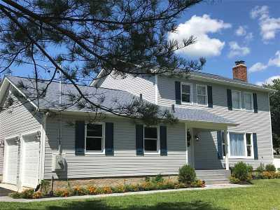 East Moriches Single Family Home For Sale: 1 Newpoint Ln