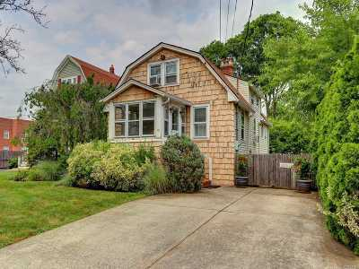 Rockville Centre Single Family Home For Sale: 19 Park Pl