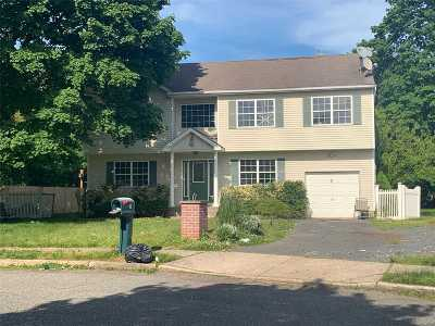 Islip Single Family Home For Sale: 3 Buddy Ln