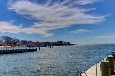 Massapequa Single Family Home For Sale: 33 Beach Rd