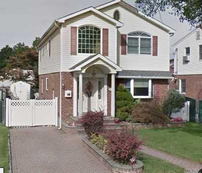 Garden City Single Family Home For Sale: 261 Dorchester Rd