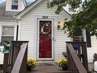 Bay Shore Single Family Home For Sale: 1317 Peters Blvd