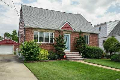 Bellmore Single Family Home For Sale: 9 Abbey Ct