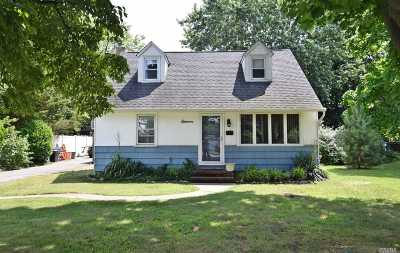 Bay Shore Single Family Home For Sale: 11 Schember Rd